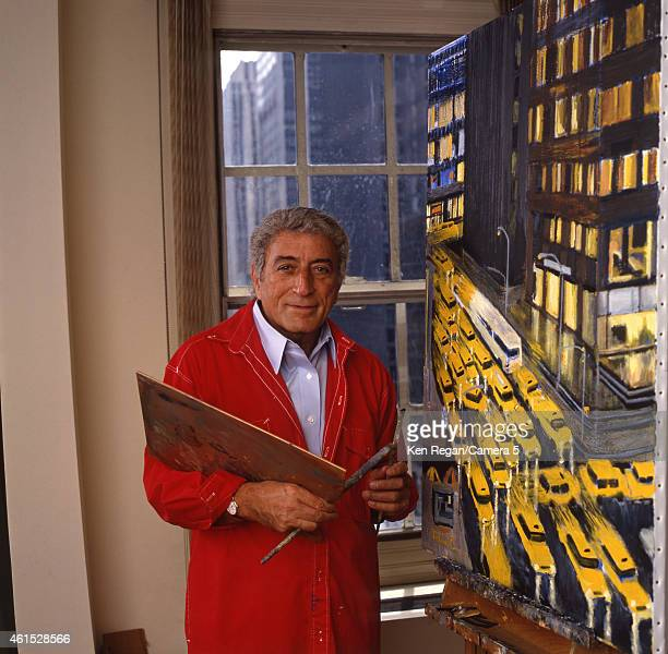 Singer Tony Bennett is photographed in 1994 at home in New York City CREDIT MUST READ Ken Regan/Camera 5 via Contour by Getty Images