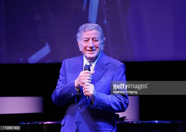 Singer Tony Bennett performs at the Sony CES booth during the Las Vegas Convention Center on January 7, 2008 in Las Vegas, Nevada.