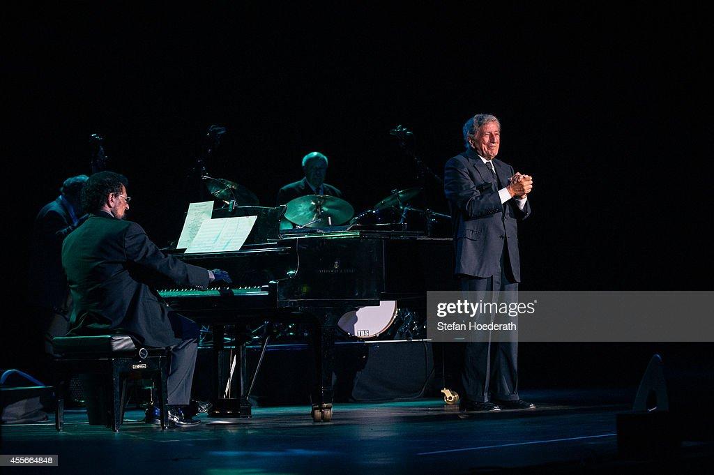 Tony Bennett Performs In Berlin : News Photo