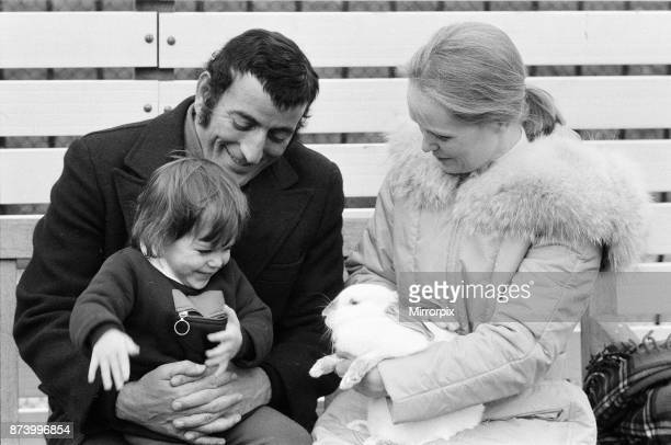 Singer Tony Bennett with his daughter Joanna and wife Sandra at London Zoo 14th January 1972