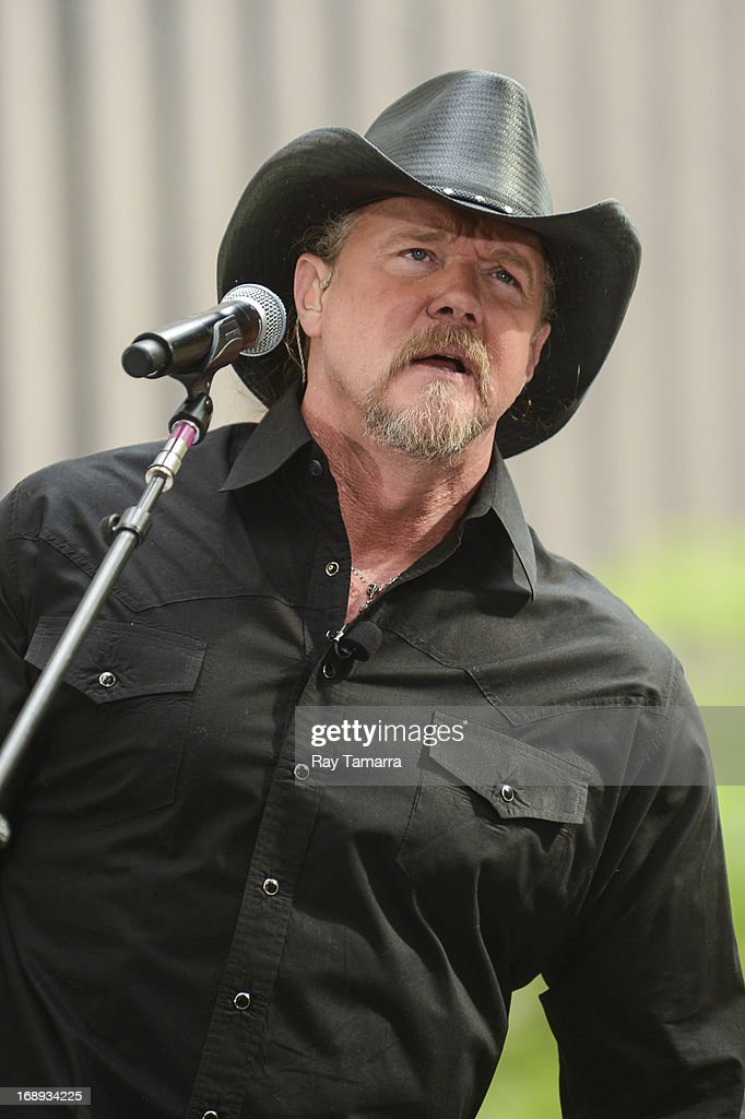 Singer Trace Adkins performs at 'FOX & Friends' at the FOX Studios on May 17, 2013 in New York City.