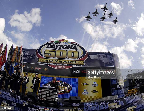 Singer Trisha Yearwood sings the national anthem as the US Air Force Thunderbirds fly overhead during prerace ceremonies for the NASCAR Sprint Cup...