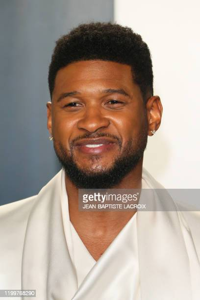 Singer Usher attends the 2020 Vanity Fair Oscar Party following the 92nd Oscars at The Wallis Annenberg Center for the Performing Arts in Beverly...