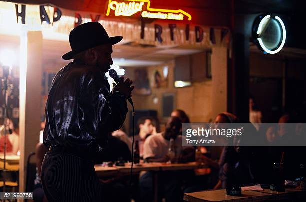 singer vance kelly at checkerboard lounge - chicago musical stock pictures, royalty-free photos & images