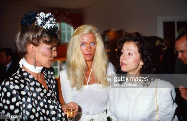 Singer Vicky Leandros with Gunilla von Bismarck at Basthorst mansion Germany 1988