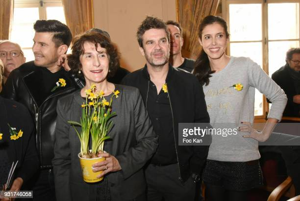 Singer Vincent Niclo a guest TV presenters Herve Mathoux and Carole Tolila from France5 attend Une Jonquille pour Institut Marie Curie Place du...