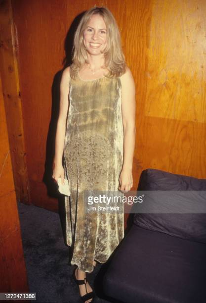 Singer Vonda Shepard poses for a portrait at the Troubadour in Los Angeles, California on October 5, 1997.