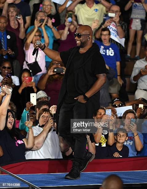 Singer Wanya Morris of Boyz II Men performs at a campaign rally with US President Barack Obama for Democratic presidential nominee Hillary Clinton at...