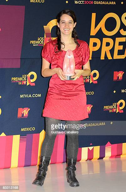 Singer Ximena Sarinana poses in the press room with award during the 7th Annual 'Los Premios MTV Latin America 2008' Awards held at the Auditorio...