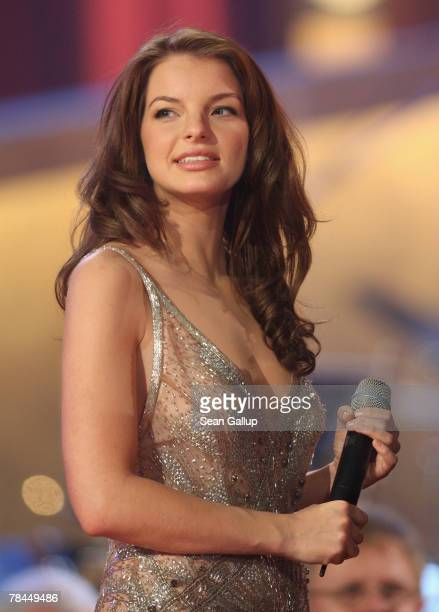 Singer Yvonne Catterfeld performs at the final dress rehearsal to the 2007 Jose Carreras Gala December 13 2007 in Leipzig Germany The Jose Carreras...