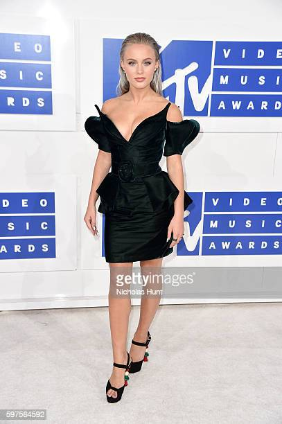 Singer Zara Larsson attends the 2016 MTV Video Music Awards at Madison Square Garden on August 28, 2016 in New York City.