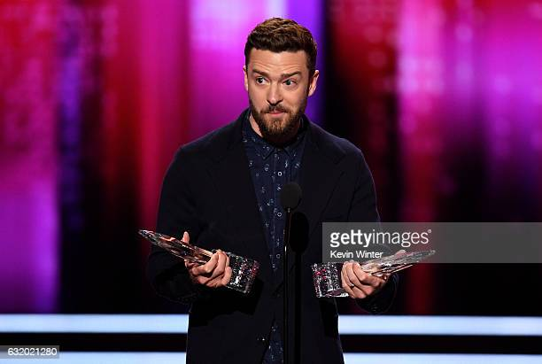Singer/actor Justin Timberlake accepts Favorite Male Singer and Favorite Song for 'Can't Stop the Feeling' onstage during the People's Choice Awards...