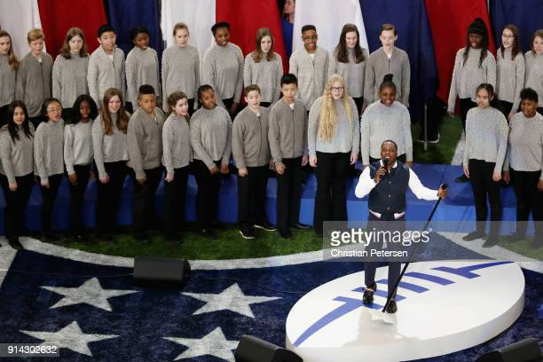 SingerActor Leslie Odom Jr sings 'America the Beautiful' prior to Super Bowl LII between the New England Patriots and the Philadelphia Eagles at US...