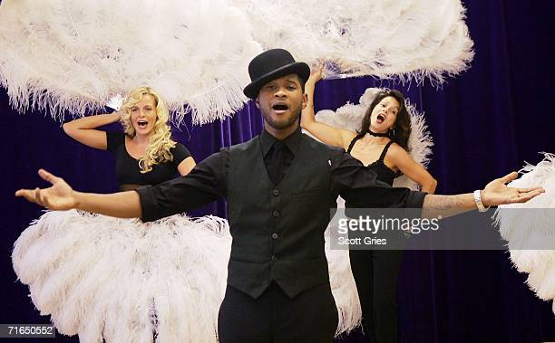 Singer/actor Usher Raymond rehearses for his upcoming Broadway debut as Billy Flynn in Chicago at Ripley Grier Studio on August 15 2006 in New York...