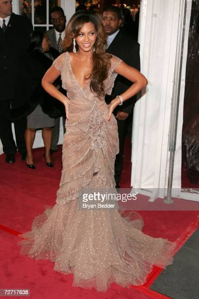 Singer/actress Beyonce Knowles attends the Dreamgirls premiere presented by DreamWorks Pictures Paramount Pictures at the Ziegfeld Theatre on...