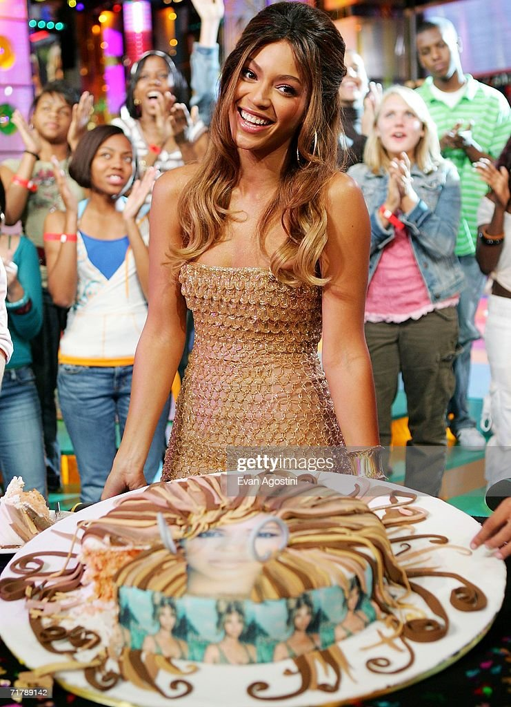 Magnificent Singer Actress Beyonce Knowles Receives A Birthday Cake In Her Personalised Birthday Cards Cominlily Jamesorg
