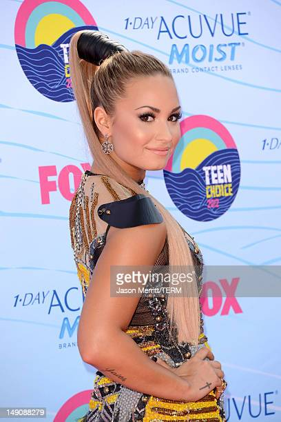 Singer/actress Demi Lovato arrives at the 2012 Teen Choice Awards at Gibson Amphitheatre on July 22 2012 in Universal City California