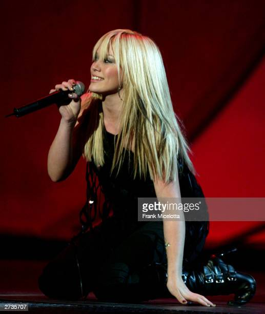 Singer/actress Hilary Duff performs on stage during the 31st Annual American Music Awards at The Shrine Auditorium November 16 2003 in Los Angeles...
