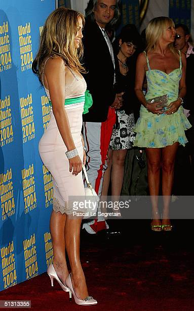 Singer/Actress Jennifer Lopez arrives at the 2004 World Music Awards at the Thomas and Mack Center on September 15 2004 in Las Vegas Nevada The World...