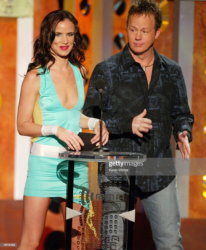 Singer/Actress Juliette Lewis (C) with Musical Group Lonestar onstage at The 2003 Radio Music Awards at the Aladdin Casino Resort October 27, 2003 in Las Vegas, Nevada.