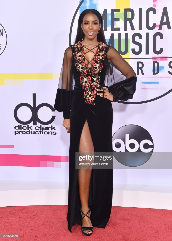 Singer/actress Kelly Rowland arrives at the 2017 American Music Awards at Microsoft Theater on November 19, 2017 in Los Angeles, California.
