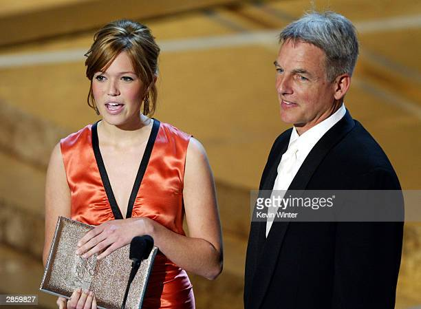 Singer/actress Mandy Moore and actor Mark Harmon present an award on stage during the 30th Annual People's Choice Awards on January 11 2004 at the...