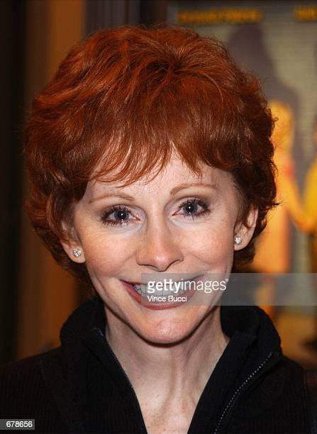 """Singer-actress Reba McEntire attends the premiere of the film """"Shallow Hal"""" November 1, 2001 in Los Angeles, CA."""