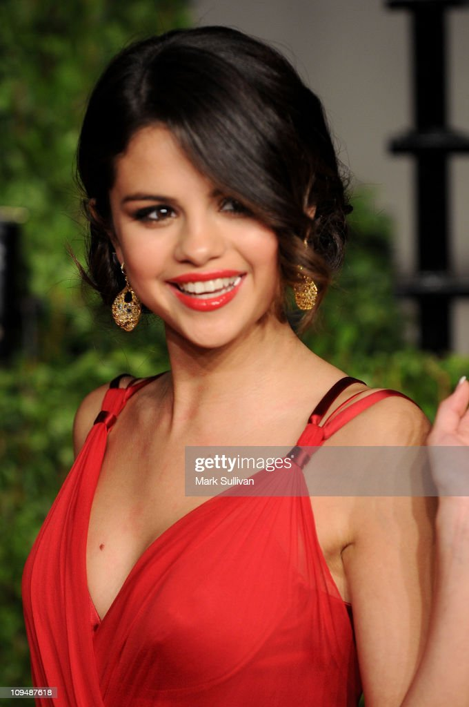Singer-actress Selena Gomez arrives at the Vanity Fair Oscar party hosted by Graydon Carter held at Sunset Tower on February 27, 2011 in West Hollywood, California.