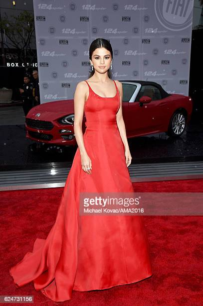 Singer/actress Selena Gomez attends the 2016 American Music Awards Red Carpet Arrivals sponsored by FIAT 124 Spider at Microsoft Theater on November...