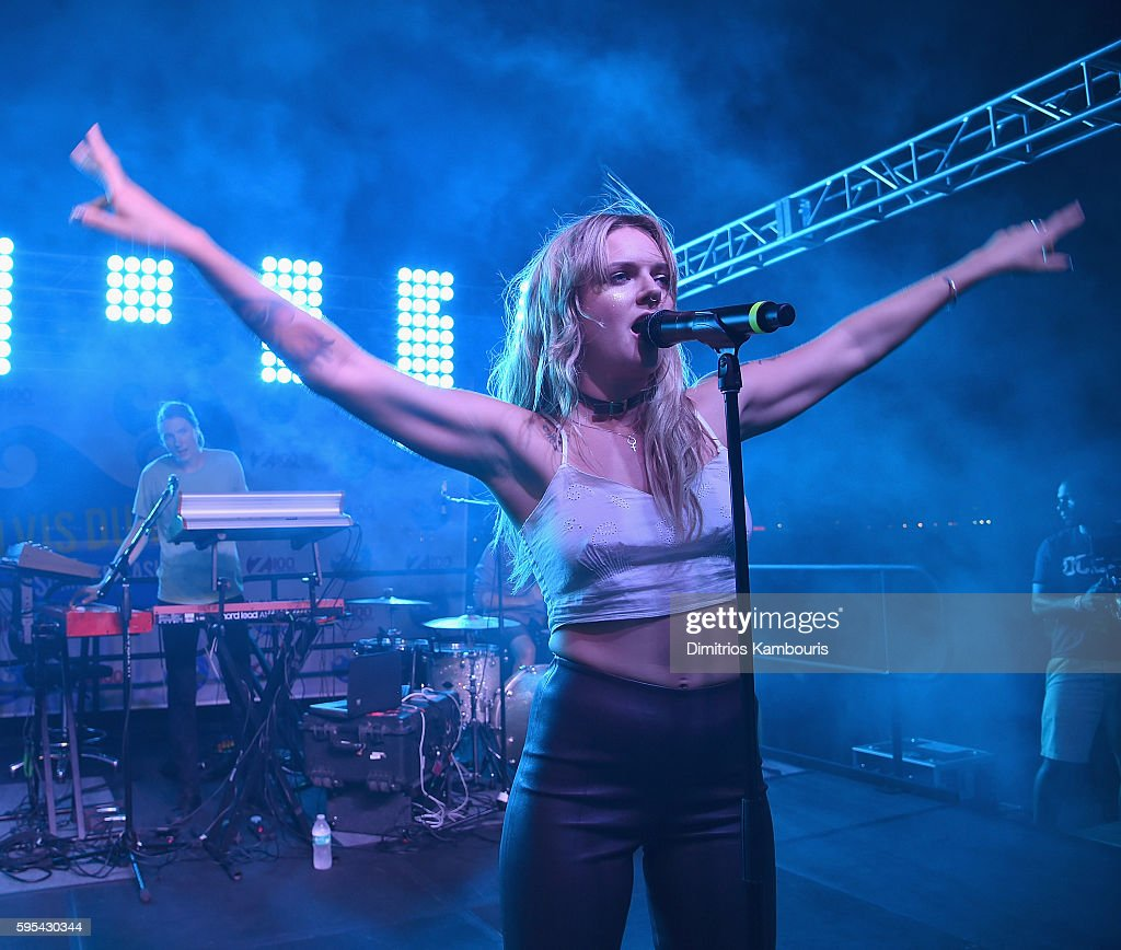 Singerd Tove Lo performs during Elvis Duran's End Of Summer Bash at Hornblower Cruises, Pier 15 on August 25, 2016 in New York City.