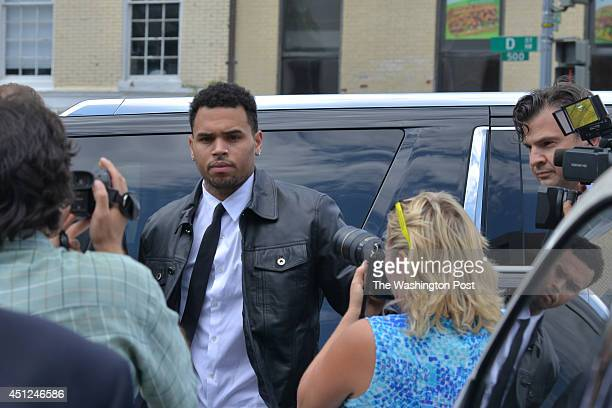 WASHINGTON DC JUNE Singer/entertainer Chris Brown makes his way into the DC Superior Court for a hearing concerning his misdemeanor assault charges...
