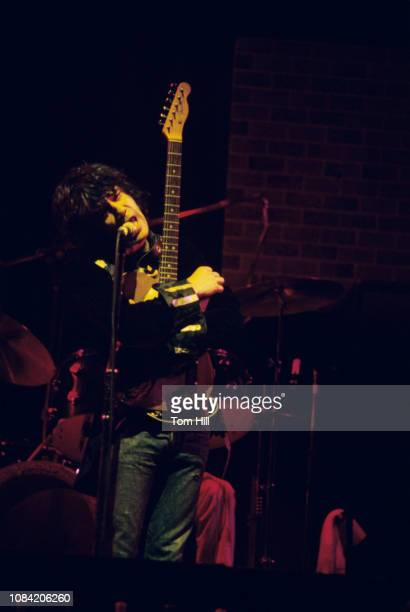 Singerfrontman Alex Harvey of the Sensational Alex Harvey Band performs at Alex Cooley's Electric Ballroom on March 18 1975 in Atlanta Georgia