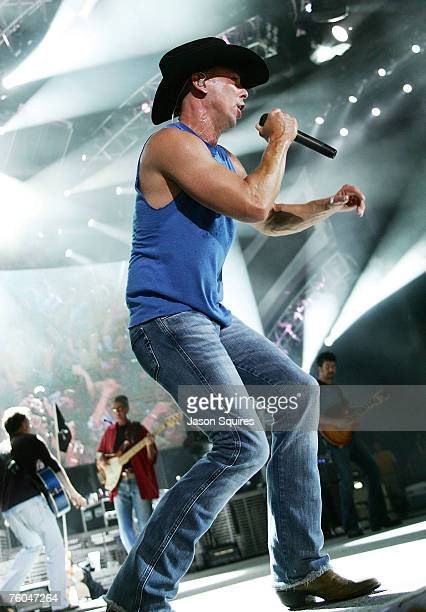 Singer/musician Kenny Chesney performs on his Flipflop Summer tour at Verizon Wireless Amphitheater on August 9 2007 in Kansas City