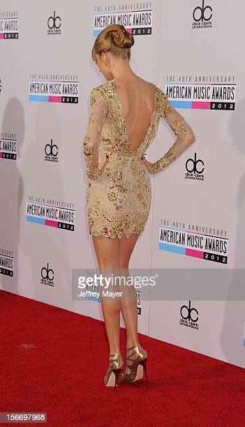 Singer/musician Taylor Swift attends the 40th Anniversary American Music Awards held at Nokia Theatre LA Live on November 18 2012 in Los Angeles...
