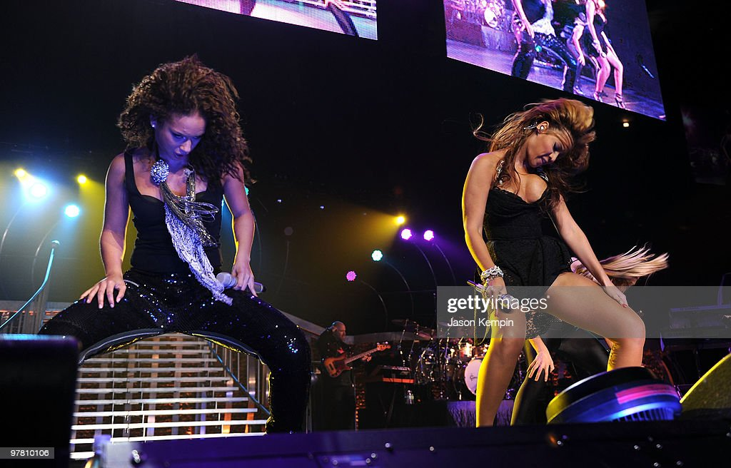 2e0397c0f78 Singers Alicia Keys and Beyonce Knowles perform at Madison Square ...