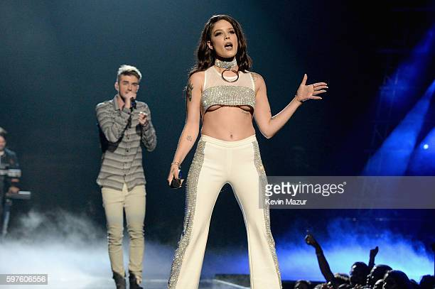Singers Andrew Taggart of The Chainsmokers and Halsey perform onstage during the 2016 MTV Music Video Awards at Madison Square Garden on August 28...