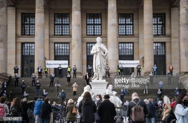 Singers from the choirs of the Staatsoper Unter den Linden, the Deutsche Oper Berlin, the choir soloists of the Komische Oper Berlin and the RIAS...