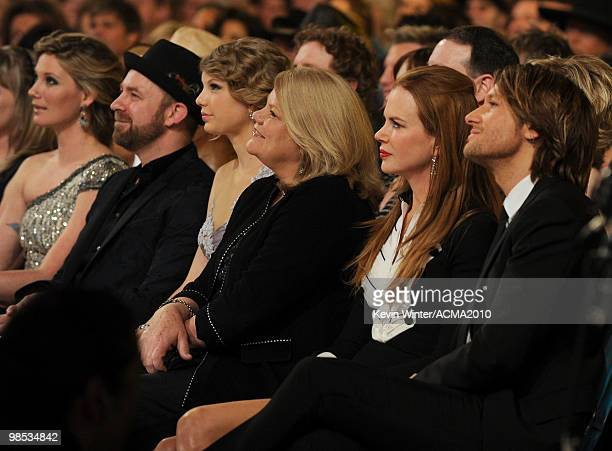 Singers Jennifer Nettles and Kristian Bush of the band Sugarland Taylor Swift Andrea Swift actress Nicole Kidman and musician Keith Urban during the...