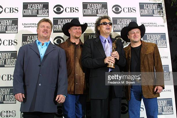 Singers Joe Diffie left Tracy Lawrence middle Ronnie Milsap and Mark Chesnutt right pose backstage after the 37th Annual Academy of Country Music...