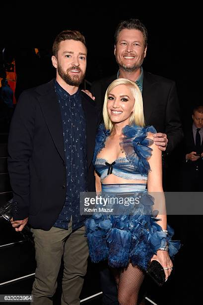 Singers Justin Timberlake Blake Shelton and Gwen Stefani backstage at the People's Choice Awards 2017 at Microsoft Theater on January 18 2017 in Los...