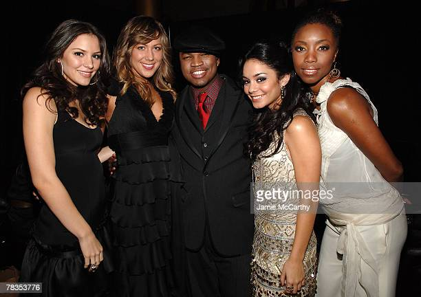 Singers Katharine McPhee Colbie Caillat NeYo Vanessa Hudgens and Heather Headley pose backstage during TNT's 'Christmas in Washington 2007' at the...