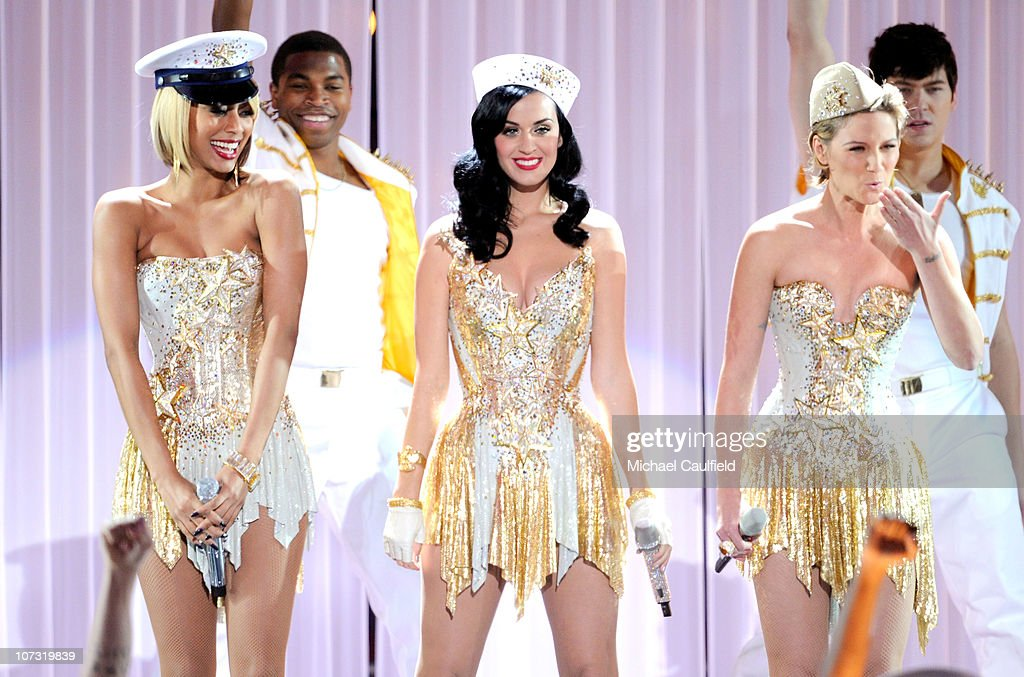 Singers Keri Hilson, Katy Perry and Jennifer Nettles perform onstage during 'VH1 Divas Salute the Troops' presented by the USO at the MCAS Miramar on December 3, 2010 in Miramar, California. 'VH1 Divas Salute the Troops' concert event will be televised on Sunday, December 5 at 9:00 PM ET/PT on VH1.