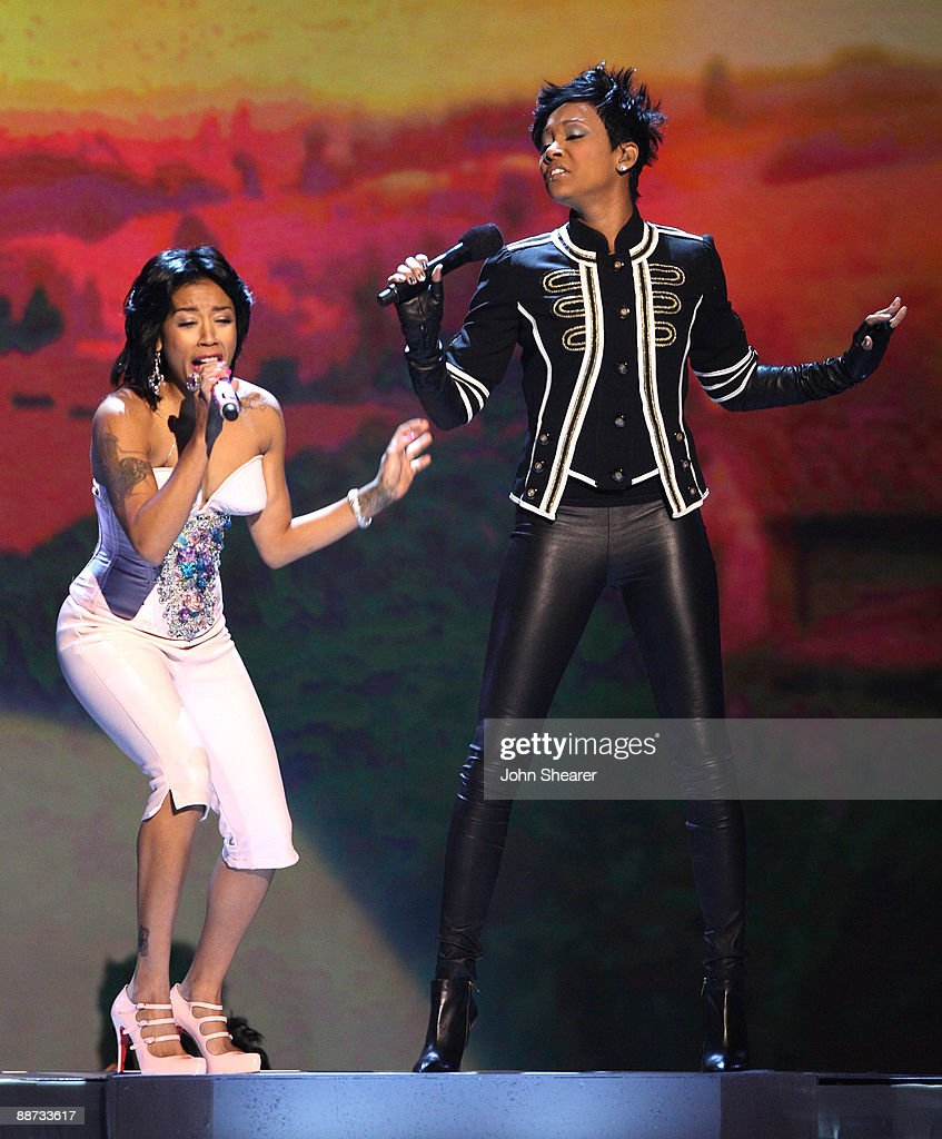 monica and keyshia cole performing on bet awards