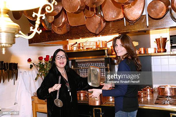 Singers Nana Mouskouri and her daughter Lenou Petsilas cooking in Nana's kitchen whyle Nana Mouskouri's Happy Birthday Tour on March 10 2014 in Paris...