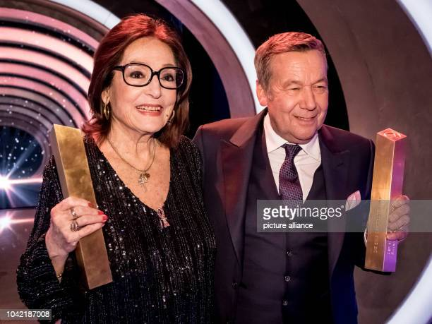 Singers Nana Mouskouri and Roland Kaiser during the TV Show 'Hit Champions Great party of the best' at the Velodrom in Berlin Germany 7 January 2017...