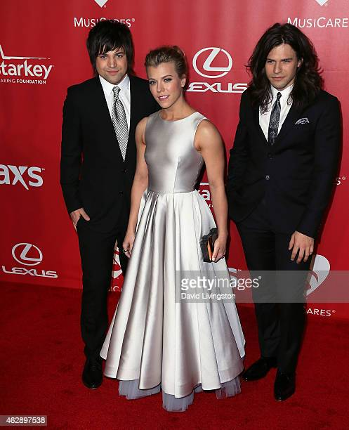 Singers Neil Perry Kimberly Perry and Reid Perry of The Band Perry attend the 2015 MusiCares Person of the Year Gala honoring Bob Dylan at the Los...