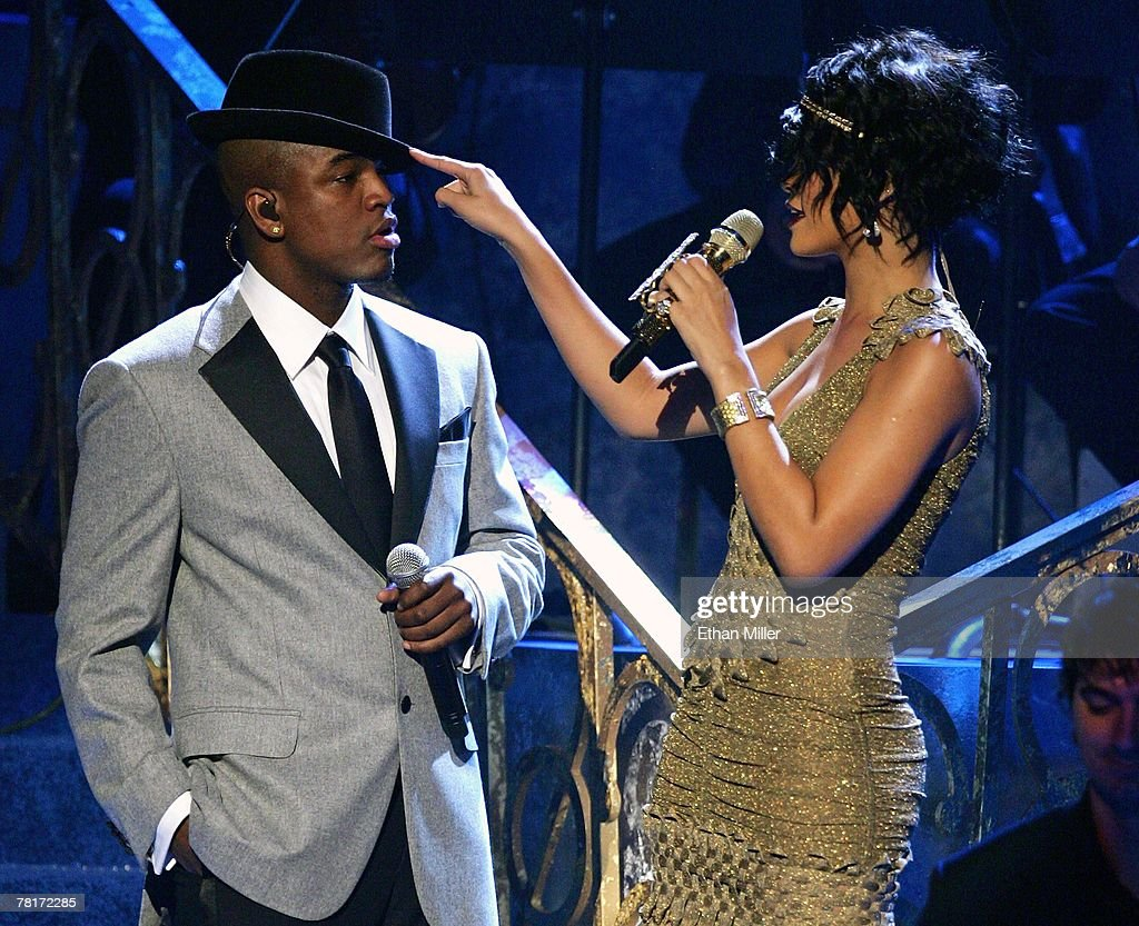 Singers Ne-Yo (L) and Rihanna perform during the 2007 American Music Awards at the Nokia Theatre L.A. Live November 18, 2007 in Los Angeles, California.