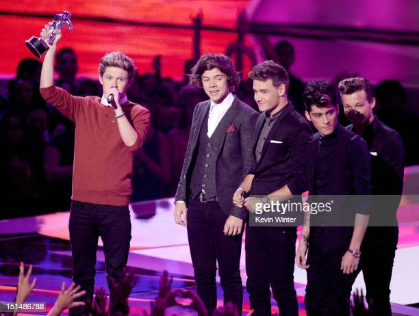 Singers Niall Horan Harry Styles Liam Payne Louis Tomlinson and Zayn Malik of One Direction accept the Best Pop Video award onstage during the 2012...