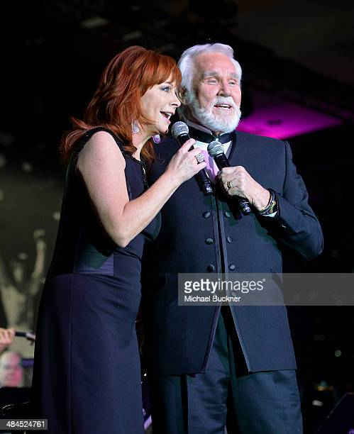 Singers Reba McEntire and Kenny Rogers perform onstage during Muhammad Ali's Celebrity Fight Night XX held at the JW Marriott Desert Ridge Resort Spa...