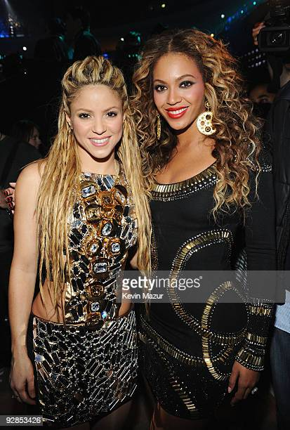 Singers Shakira and Beyonce poses for a picture backstage during the 2009 MTV Europe Music Awards held at the O2 Arena on November 5 2009 in Berlin...